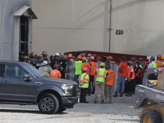US: Coroner: 2 workers who died in grain silo suffocated - PressFrom