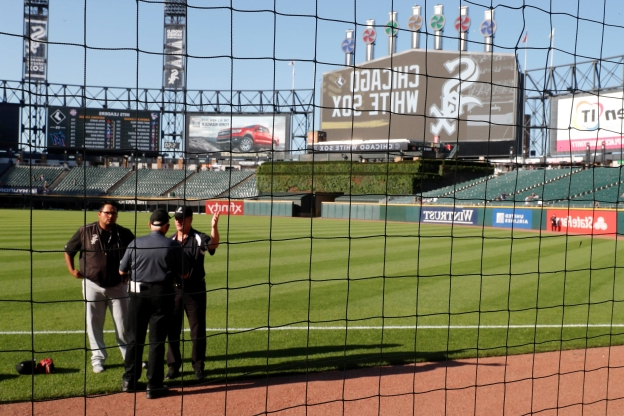 White Sox host 1st MLB game with foul pole-to-pole netting