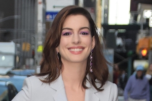 Anne Hathaway Shows Off Baby Bump Just Hours After Announcing She's Pregnant