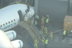 Plane collides with huge lamp post at Perth Airport, forcing everyone off