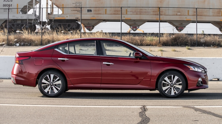 Reviews: Review: How the Nissan Altima 2 5SL AWD Specializes in