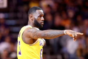 Magic Johnson defends LeBron's hunger to win