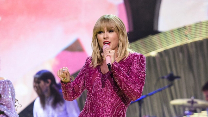 Entertainment: Taylor Swift Holds First Secret Listening Session for