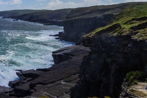 Shocking video shows teenagers jumping off 80ft cliff in Kilkee, Co Clare