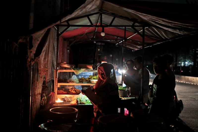 Indonesian capital hit by massive 8-hour power outage