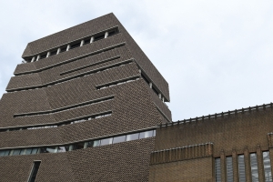 Teen charged with attempted murder of child at Tate Modern