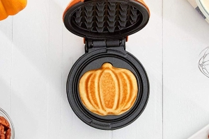 Amazon Is Selling A Mini Pumpkin-Shaped Waffle Maker That'll Make Your Breakfasts 100 Times More Festive