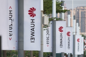 Trump says US won't do business with Huawei