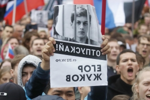Thousands rally in Moscow opposition protest after crackdown