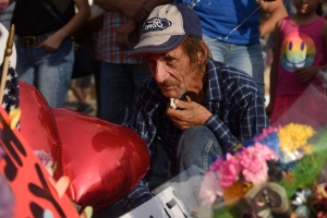 Man who lost wife in El Paso shooting opens her funeral to everyone