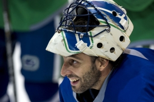 Will Canucks follow Panthers and retire Roberto Luongo's No. 1? And should they?