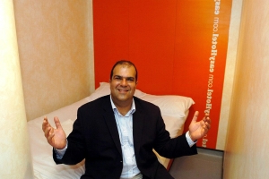 Sir Stelios accuses easyHotel bidder of trying to 'steal' company