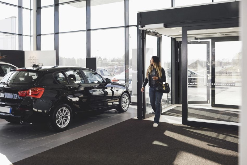 Youngsters still want to buy their cars at dealerships