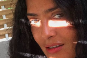 Salma Hayek's New No-Makeup Selfie Proves She Has Literally Zero Wrinkles At 52