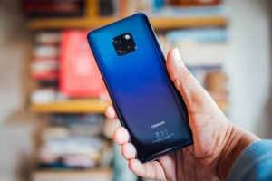 Huawei won't launch a phone with its home-brewed OS in 2019