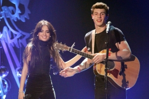 Heating Up! Shawn Mendes Dedicates Song to 'Mami' Camila Cabello at Concert