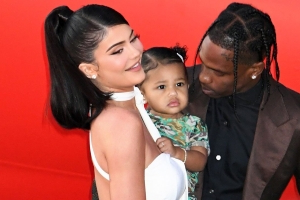Travis Scott & Kylie Jenner Pack on the PDA While Posing for Family Pics With Stormi at Netflix Premiere