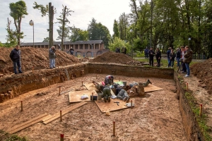 One-legged skeleton could solve 200-year Napoleonic mystery