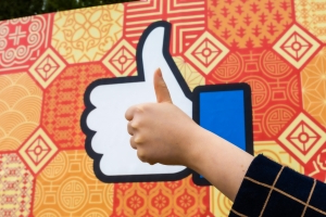 Facebook experimenting with hiding likes, report says