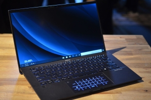 Asus beats Acer to the 'world's lightest 14-inch laptop' crown