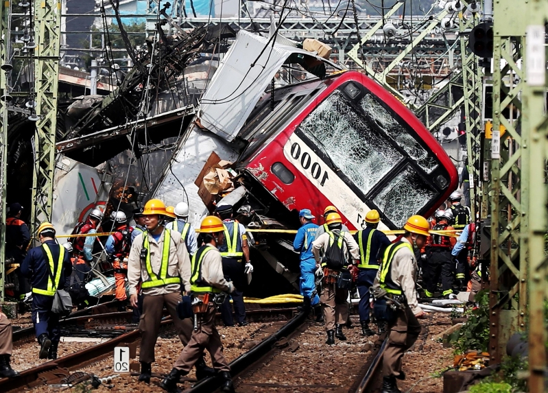 World: At least 30 injured after collision of train and