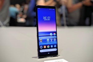 Sony tries to battle big phone fatigue with compact Xperia 5