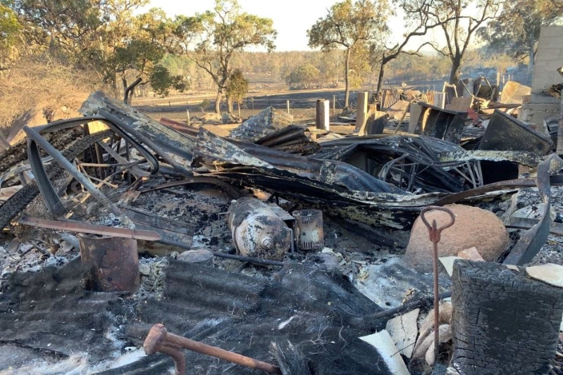 Queensland bushfire threat rises as homes lost in escalating Sunshine Coast emergency situation