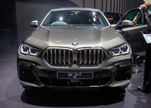 2020 BMW X6 prefers form over function