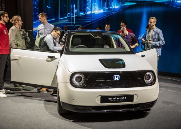 Here's the production Honda E in all its glory