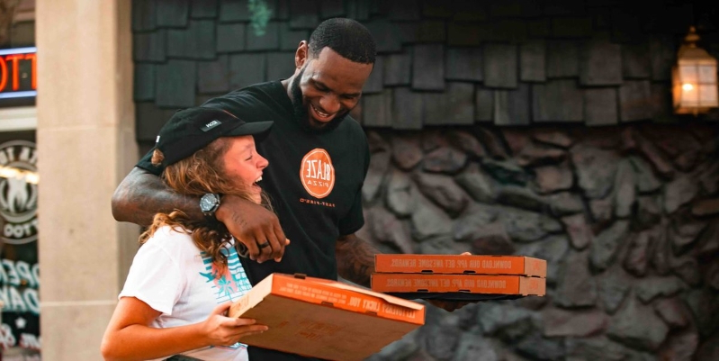 LeBron James Pretended To Be A Pizza Delivery Guy Named 'Ron' And Passed Out Blaze Pizza On The Street