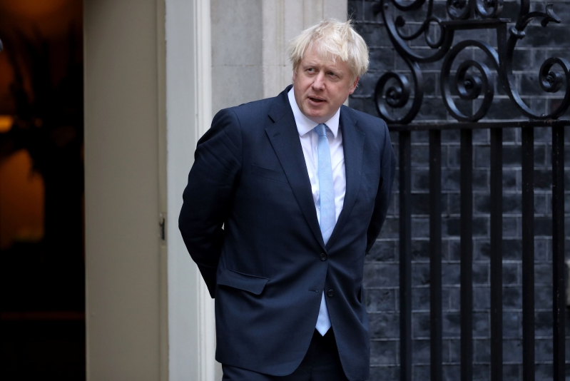 Boris Johnson dément avoir menti à la reine