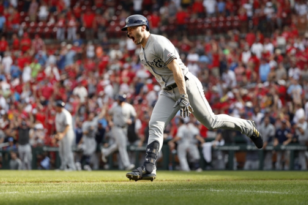 Braun's grand slam lifts hot Brewers past Cardinals 7-6