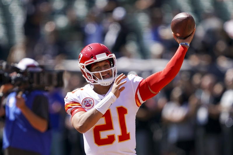 With hot start, Chiefs QB Patrick Mahomes on pace to shatter NFL passing records