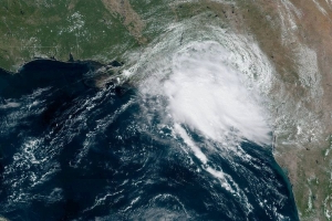 Tropical Storm Imelda makes landfall, threatens havoc on Houston flights this week