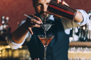 How to Get a Bartender's Attention Without Being a Jerk