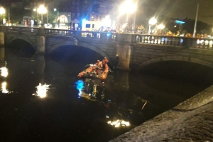 Hero firefighters pull man from Liffey in dramatic late night rescue