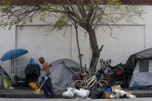 There are so many homeless camps, LA area leaders want Newsom to issue a state of emergency