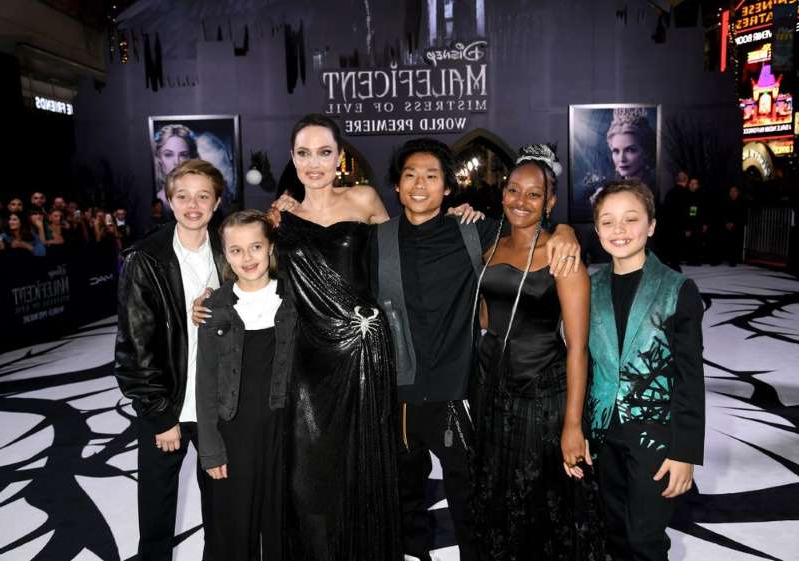 Entertainment Angelina Jolie S Kids Join Her On Red Carpet