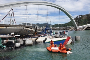 Video captures terrifying collapse of 450-foot bridge in Taiwan