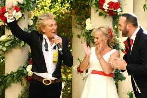 Rod Stewart Makes Surprise Appearance at a Las Vegas Wedding and Serenades the Couple