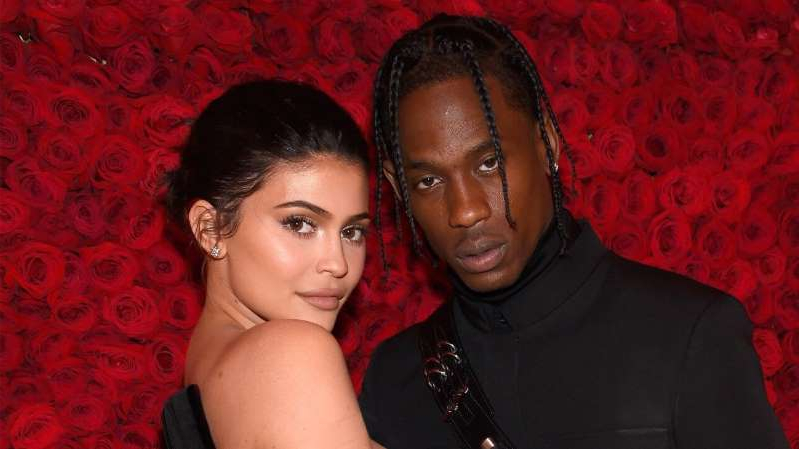 Travis Scott, Kylie Jenner are posing for a picture