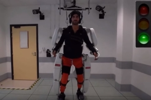 Paralyzed man walks again thanks to brain-controlled exoskeleton