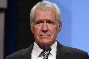 Alex Trebek talks about losing his hair, struggling to enunciate due to chemotherapy