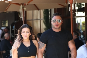 Ronnie Ortiz-Magro ordered to stay away from off-and-on girlfriend