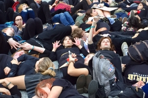 Chicago climate activists stage 'die-in,' demand action from lawmakers