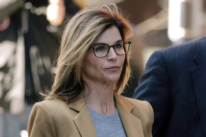 Lori Loughlin's college admissions scandal sentence will likely be harsher than Felicity Huffman's: US Attorney