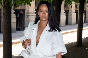 Rihanna to release 'visual autobiography'