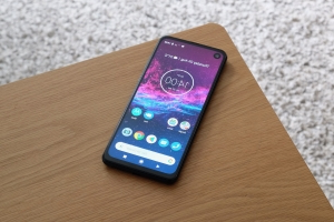 Motorola One Macro announced with a camera for super close-up photographs