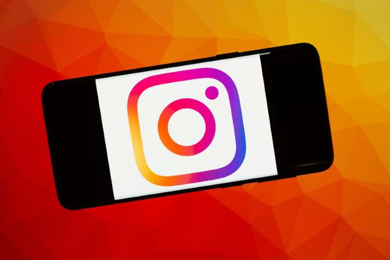 Instagram Direct, currently only available on mobile, could soon be rolling out to desktop. Graphic by Pixabay/Illustration by CNET