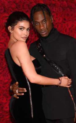 Travis Scott, Kylie Jenner posing for the camera: Kevin Mazur/MG18/Getty Images for The Met Museum/Vogue